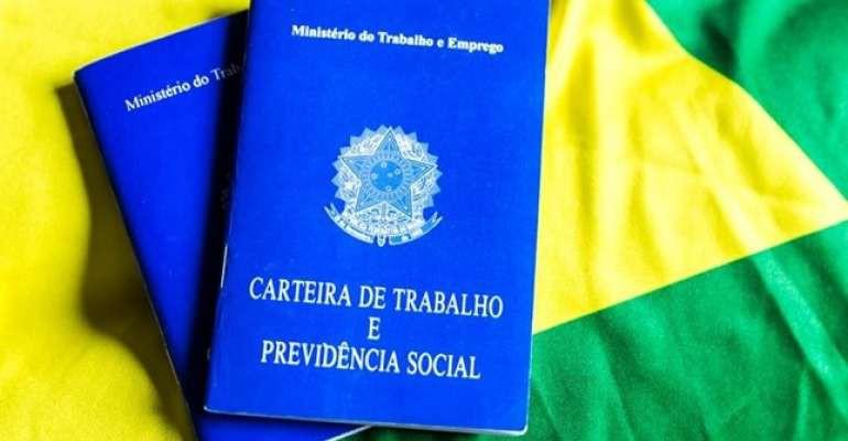 Brasil cria 121 mil vagas com carteira assinada em agosto