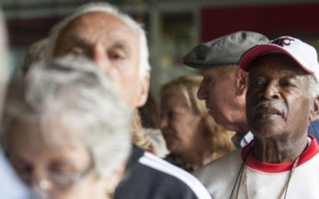 Justiça manda bancos suspenderem cobrança de empréstimos de aposentados