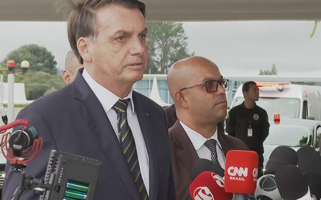 Bolsonaro veta dispensa de atestado para trabalhador com coronavírus